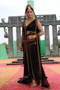 Rudhramadevi Anushka Hot Stills. Telugu Actress Anushka Shetty Hot Stills in Rudhramadevi Movie. Anushka Shetty Hot Images in Rudhramadevi Anushka Shetty Saree, Priyanka Chopra Hot, Actress Anushka, Bollywood Actress, South Indian Actress, Beautiful Indian Actress, Beautiful Ladies, Divas, Prabhas And Anushka
