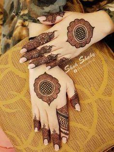 Latest Backhand Wedding Mehandi Designs For Beautiful Girls Kashee's Mehndi Designs, Round Mehndi Design, Modern Henna Designs, Mehndi Designs For Girls, Mehndi Designs For Beginners, Mehndi Patterns, Wedding Mehndi Designs, Mehndi Design Pictures, Latest Mehndi Designs