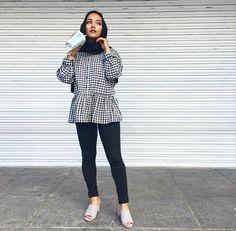 - I'm a girl writing an article. Hijab Fashion Summer, Street Hijab Fashion, Modest Fashion, Fashion Outfits, Fasion, Casual Hijab Outfit, Hijab Dress, Casual Outfits, Hijab Style