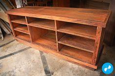 Estante rústica para TV e home theater, feita com madeira de demolição.  Visite nosso site: http://vrmarcenaria.com.br/  Ou entre em contato para orçamento: (11) 3845-5210 contato@vrmarcenaria.com.br