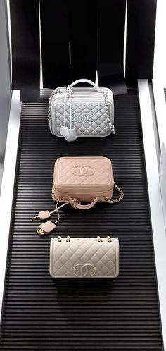 8121706c5 #Chanel Handbags 2016 #Travel #Luxurydotcom Cute Bags, Vanity Cases, Chanel  Vanity