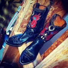 """""""Mooie rockabilly, western look voor stoere mannen met baarden. Want voor deze stijl kleding moet je wel een echte vent zijn."""" Real deal vintage ✮ Klik voor recensies en openingstijden: http://tupalo.com/nl/rotterdam/real-deal-vintage"""