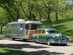 Spartan trailer en tow via vintage auto. Old Campers, Vintage Campers Trailers, Retro Campers, Vintage Caravans, Camper Trailers, T1 Bus, Vw T1, Vintage Rv, Vintage Trucks