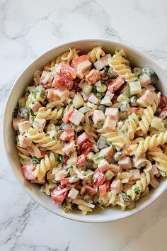 Sałatka makaronowa z szynką i porem | Tysia Gotuje blog kulinarny Penne, Pasta Salad, Salad Recipes, Grilling, Salads, Tasty, Favorite Recipes, Cooking, Ethnic Recipes
