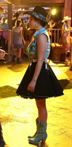I am so in love with this dress. PLL s4 ep11.