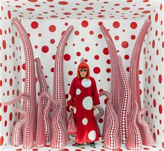"""Installation view of Kusama in Infinity Mirror Room - Phalli's Field, at her solo exhibition """"Floor Show"""" at R. Castellane Gallery, New York"""