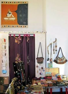 Frida ospita le opere di #Matia #Chincarini; quadri con ricami di #seta, #collage e applicazioni, con uno sguardo sensibile ai colori della terra e alla magia dell'#India. Sono stupendi. Grazie Maria! - #Frida #Creazioni