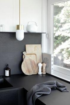Reported News On Innovative Black White Wood Kitchens Design Ideas Revealed 167 Kitchen Interior, Kitchen Design, Interior Plants, White Wood Kitchens, Kitchen Dinning, Kitchen Corner, Nice Kitchen, Kitchen Black, Beautiful Kitchen