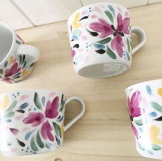 Ceramic Spoons, Ceramic Pottery, Ceramic Painting, Ceramic Art, Pottery Painting Designs, Paint Designs, Painted Coffee Mugs, Cool Mugs, Mug Designs