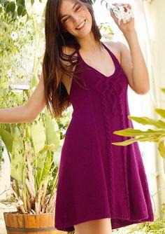 Kleid mit Zopfmuster selber stricken mit einer Strickanleitung aus Rebecca- mein Strickmagazin und dem ggh-Garn LINOVA (74% Baumwolle / 26% Leinen). Garnpaket zu Modell 14 aus Rebecca Nr. 45 – by Rebecca Magazine