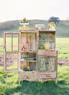 myviewfromsomewhere:  (via Lemon~y Goodness / The most grown-up, perfectly shabby, totally pretty take on a lemonade stand I…)