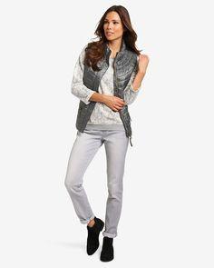 Sweatshirt    Dieser Pullover präsentiert sich mit einem farbharmonischen Allover-Print in floraler Musterung. Lange Ärmel mit umgeschlagenen Abschlüssen und dezent offen gearbeitete Kanten ergänzen den Look um lässige Elemente. Gerippte Bündchen runden den Look ab. Aus 45% Baumwolle, 35% Polyester, 15% Viskose, 5% Elastan....