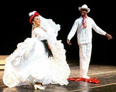 Beautiful La Bamba Veracruz Folklorico Dancers