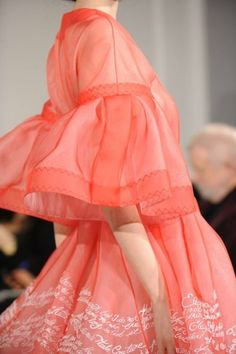 Christian Dior at Couture Spring 2012 (Details) Fashion In, French Fashion, Fashion Details, Runway Fashion, Fashion Show, Womens Fashion, Fashion Design, Dior Haute Couture, Couture Fashion
