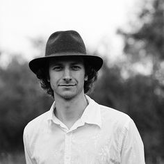 This is musician Gotye.  'Learnalilgivinanlovin' makes me wish I could sing and play drums at the same time.