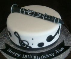 This cake has a clarinet on it. Alex was a lucky person. I want this cake.