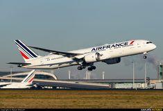 Air France Boeing 787-9 Dreamliner (registered F-HRBA) departing Paris-Roissy/Charles de Gaulle