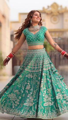 [New] The 10 Best Eye Makeup Ideas Today (with Pictures) - Posted This green lehenga is our top favourite this season! Who else is in love with this beautiful lehenga? Shot by : Lehenga by : Mua : Hair : Indian Bridal Lehenga, Indian Bridal Outfits, Indian Dresses, Bridal Dresses, Indian Clothes, Indian Anarkali, Pakistani Bridal, Bridal Looks, Bridal Style