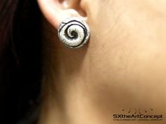 Spiral hand sculpted tribal artistic unique psychedelic forest fairy fantasy stud earrings in black or brown detail and free delivery by SXtheArtConcept on Etsy