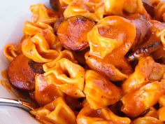 Delicious Cheese and Sausage Tortellini Pasta. Only need one pan, 7 simple ingredients, and less than 30 minutes to make this easy cheese tortellini recipe. Easily one of our favorite tortellini recipes! Cheese Tortellini Recipes, Sausage Tortellini, Pasta Recipes, Cooking Recipes, Recipe Pasta, Sausage Recipes, Cookbook Recipes, Recipes Dinner, Al Dente