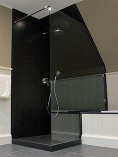 Badkamer onder schuin dak op zolder meer voorbeelden van badkamers met een schuin dak http - Tub onder dak ...