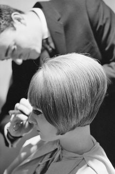 In the the vintage was very fashionable bob hairstyle . Bob cutting hair in the was a strong and independent women's choices. Cute Hairstyles For Short Hair, Retro Hairstyles, Summer Hairstyles, Bob Hairstyles, Short Hair Styles, Hair Dos, My Hair, 1960s Hair, Like A Rolling Stone