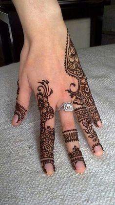 Mehndi Designs - Beautiful, simple Mehndi Designs for hands and legs on CGFrog. These simply easy mehndi designs are perfect for any festive occasions. Mehendi, Mehandi Henna, Jagua Henna, Mehndi Tattoo, Henna Tattoo Designs, Henna Tatoos, Henna Ink, Henna Body Art, Hand Tattoos