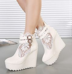 Wedding shoes white wedges boots 46 Ideas for 2019 Pretty Shoes, Beautiful Shoes, Cute Shoes, Me Too Shoes, Beautiful Images, Lace Wedges, White Wedges, White Wedge Heels, Lace Heels
