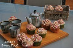 Cupcakes de vainilla y frosting de chocolate