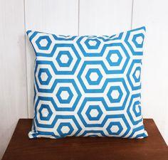 Housse de coussin 40 x 40 cm tissu motifs géomériques Bleus déco scandinave : Textiles et tapis par zig-et-zag