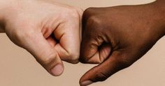 Ρατσιστική επίθεση στην Κηφισιά www.artemidaspatanews.gr Articles