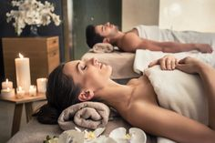 Best Couples Massage - Need to escape and relax with your partner? 2 therapists with professional massage and spa treatments, easy book online or call now Massage Duo, Love Massage, Massage Therapy, Massage Tips, Massage Techniques, Week End Romantique, Combattre Le Stress, Spa Hotel, Spa Packages