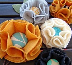 Easy Felt Flower Pin Tutorial.  Love the covered button in the center.  Would be perfect to add to a plain sweater or a bag.