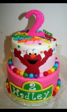 Sesame Street Cake! I'd love this for my daughtera birthday coming up! (: