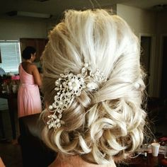 Wedding hair for mother of the bride with medium length hair. Styling by Suzann Dickens @bchairmom #specialoccasionsbysuzann