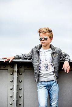 Love the hair and aviator glasses Stylish Little Boys, Trendy Kids, Little Boy Fashion, Kids Fashion Boy, Cute Boys, Cool Kids, Little Boy Haircuts, Beauty Of Boys, Boys With Curly Hair