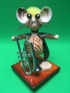 Muschelfigur Musiker... Bookends, Christmas Ornaments, Holiday Decor, Design, Home Decor, Musicians, Sea Shells, Cordial, Weaving
