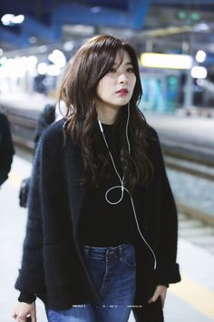 Red Velvet - Seulgi Kpop Fashion, Korean Fashion, Airport Fashion, Bts Kim, Kang Seulgi, Red Velvet Seulgi, Most Beautiful Faces, Velvet Fashion, Airport Style