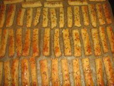 Tejfölös sósrudacskák – ha így készíted, biztosan nem szárad ki a tészta! Hungarian Desserts, Hungarian Recipes, Savory Pastry, Finger Foods, Smoothies, Deserts, Rolls, Dessert Recipes, Food And Drink