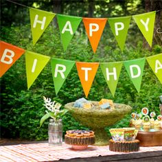 A woodland themed birthday is perfect for a kids party. Download our free woodland party printables to throw your own woodland bash.