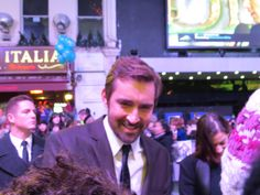 Lee looked up from signing photos for just 2 seconds (made by Angela Bruininks), at The Hobbit- Battle of Five Armies World Premiere