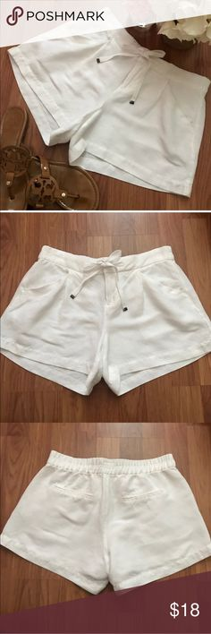 Old Navy White Linen Shorts Size 0 These are a pair of Old Navy white linen shorts in size 0. These shorts are in excellent condition (no holes, rips, stains, or imperfections)! Please feel free to ask any questions. No trades please! Old Navy Shorts