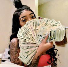 𝒑𝒊𝒏𝒕𝒆𝒓𝒆𝒔𝒕 : @shawtypr 📌 Cash Money, Mo Money, How To Get Money, Money Girl, Estilo Gangster, Gangster Girl, Gangsters, Thug Girl, Money On My Mind