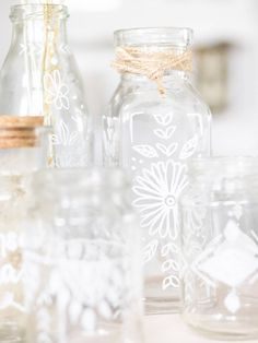 Upcycling: alte Gläser im Boho-Stil bemalen ! Schnell, einfach und schön Boho Stil, Diy And Crafts, Glass Vase, Table Decorations, How To Make, Gifts, Sketching, Advent, Home Decor