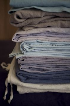 loving the texture and simplicity of linen fabrics