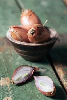 Shallots by Alberto Bogo Raw Foodism, Earth Fare, Fruit Picture, Beautiful Fruits, Delicious Fruit, Different Recipes, Ratatouille, Fruits And Vegetables, Food Styling