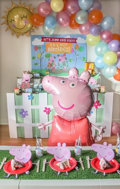 Peppa Pig Party - Just Add Confetti Let's jump in muddy puddles! This Peppa Pig party is full of ideas and inspiration—foods, easy decor, and free printables! Peppa Pig Birthday Decorations, Pig Birthday Cakes, 3rd Birthday Parties, 2nd Birthday, Birthday Celebration, Peppa Pig Infantil, Fiestas Peppa Pig, Peppa Pig Balloons, Pig Party