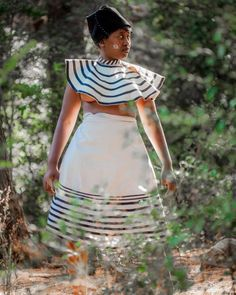 There's no reason that girls who wear treaditional can't take up on the latest trends. So, we are talking about TRENDING XHOSA STYLES Xhosa Attire, African Traditional Dresses, Trending Today, Africa Fashion, African Design, African Fashion Dresses, Wedding Looks, Types Of Fashion Styles, Pattern Fashion