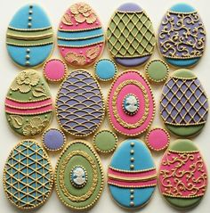 Insanely awesome Easter sugar cookies! How can anyone eat these?