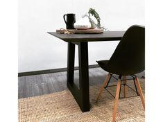 De tafel TROY met eiken boomstamblad heeft een ontzettende gave zwart stalen trapezium poot. Deze stalen poten kunnen ook worden behandeld met een matte zwarte of witte poedercoating dat een mooi dekkende en goed beschermende laag op het metaal aanbrengt. #tuintafel #eethoektafel #eethoek #eetkamer #diningroom #diningarea #interieurinspiratie #interiorinspiration #woonstyling Dining Area, Dining Table, Troy, Interior Inspiration, Vintage, Furniture, Home Decor, Homemade Home Decor, Diner Table